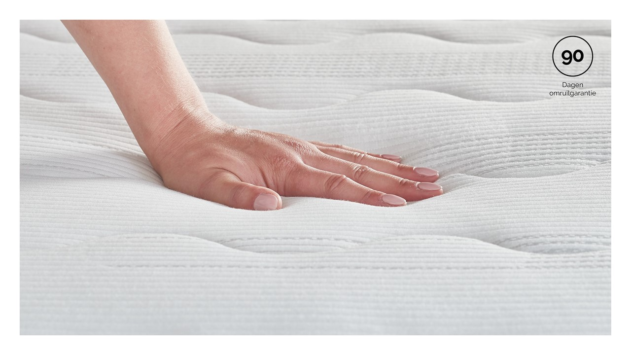 mt_beter-bed-select_silver-pocket-foam_detail_hand