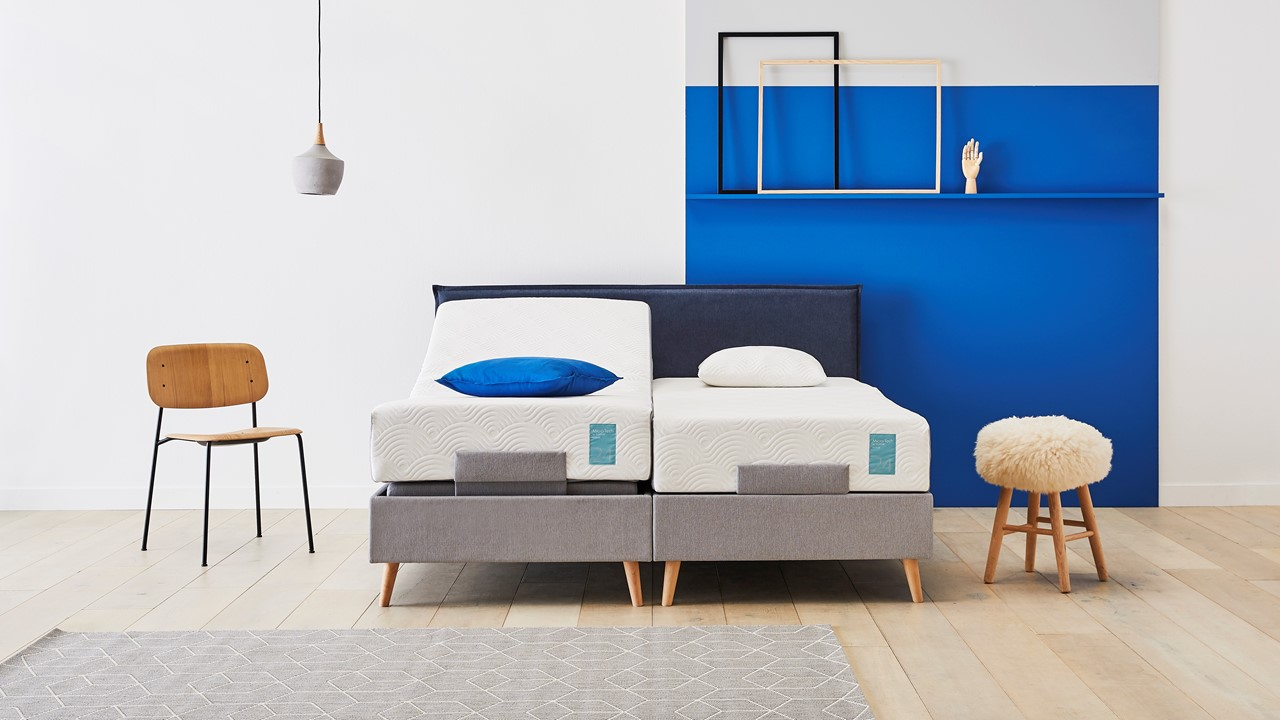 bed_tempur_stitch_blue_2p_el_sfeer_16-9