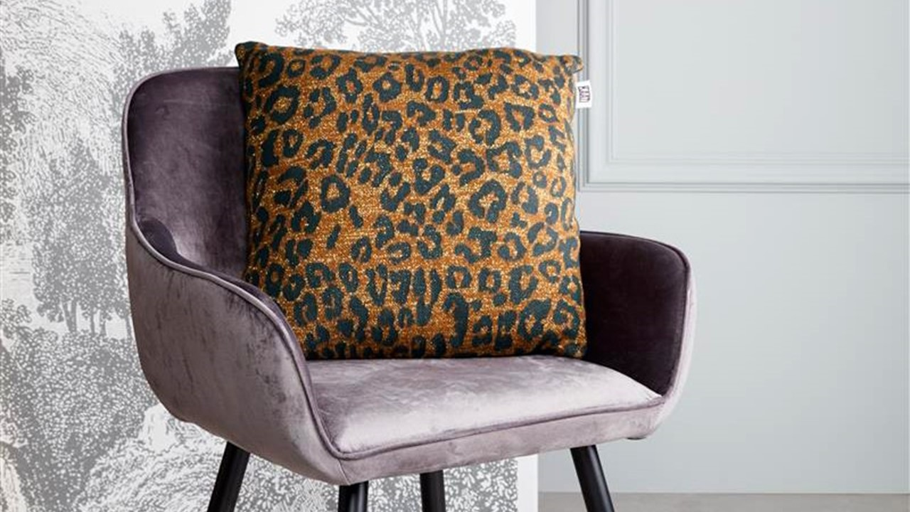 Tigerlily-cushion_Brown_NL_BB_45x45_1